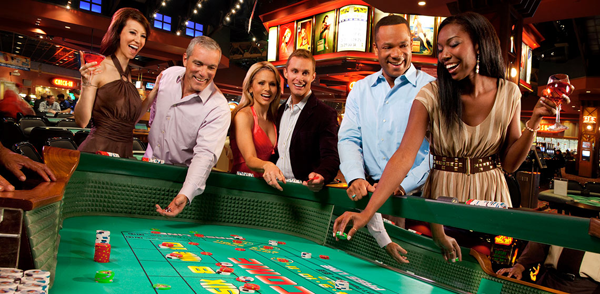 How can players win online gambling games?
