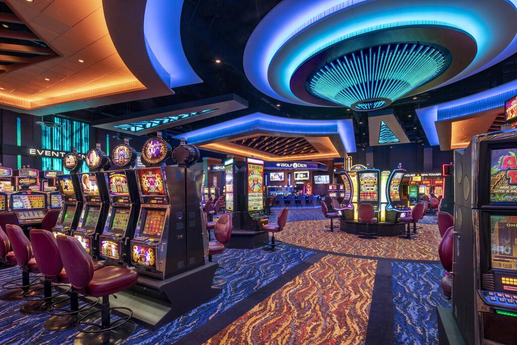 What You Don't Learn About Online Casino